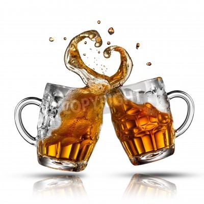 Fototapete Bier spritzen in Form von Herzen isoliert auf weiß