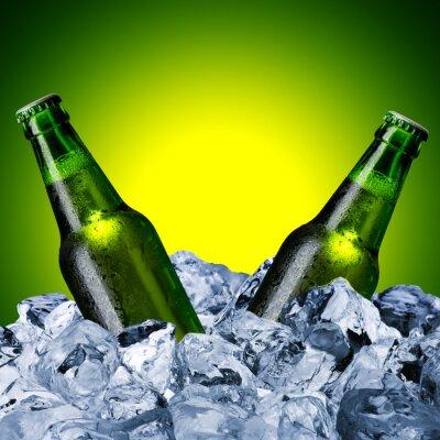 Fototapete Bierflaschen auf Eiswürfel