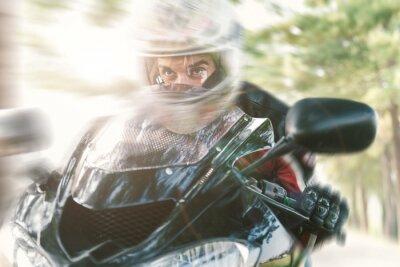 Fototapete Biker auf der Straße schnell reiten