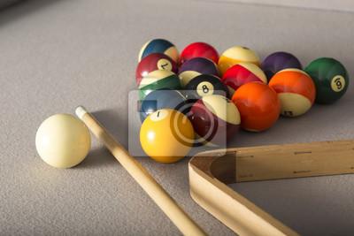 Billardtisch, Racked Balls, Queue Ball und Cue Stick