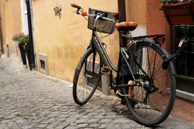Fototapete Black classic bike auf einer römischen Straße