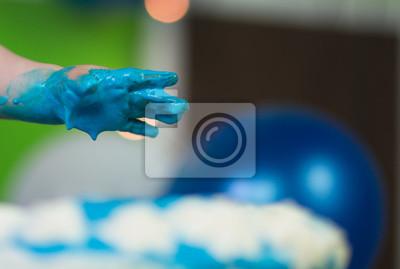 Blaue Kinderhand