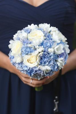 Blaue Und Weisse Brautstrauss Von Hortensie Rosen Und Freesie