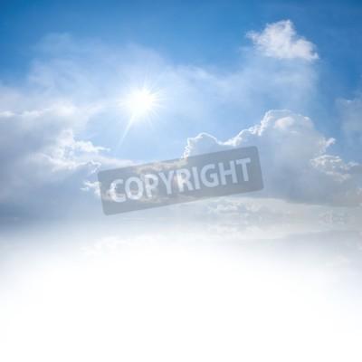 Fototapete Blauer Himmel mit Wolken und Sonne Reflexion im Wasser mit Platz für Ihren Text