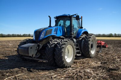 Fototapete Blauer Traktor mit Pflug
