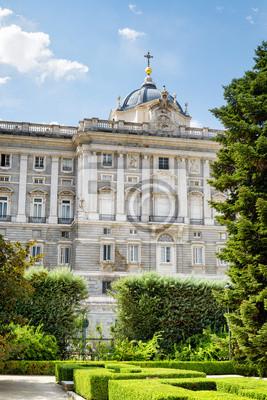 Fototapete Blick auf den Königspalast von Madrid aus dem Garten auf den blauen Himmel b