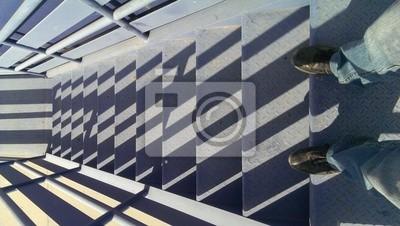 Fototapete Blick hinunter auf blauem Treppe mit Schatten