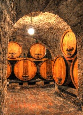 Fototapete Blick in einen alten Weinkeller mit großen Fässern durch einen Bogen