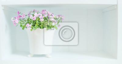 Blumen Dekoration Auf Weissen Kommode Light Floral Home Dekoration