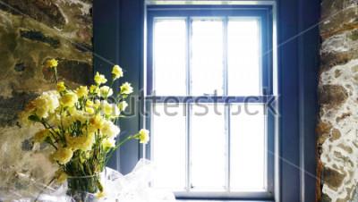 Fototapete Blumen in der Nähe von Fenster