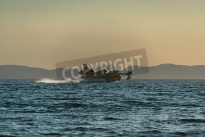 Fototapete Bombardier CL-415 Wasser Bomber Nachfüllen