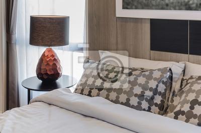 Fototapete Braun Lampe Auf Holz Runden Tisch Im Schlafzimmer