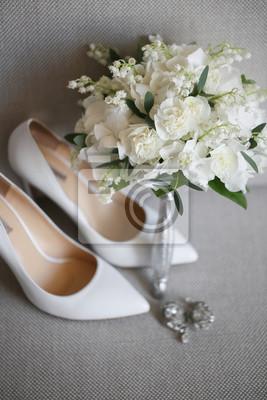pretty nice 42fdb 6e805 Fototapete: Braut zubehör: beige schuhe und braut bouquet