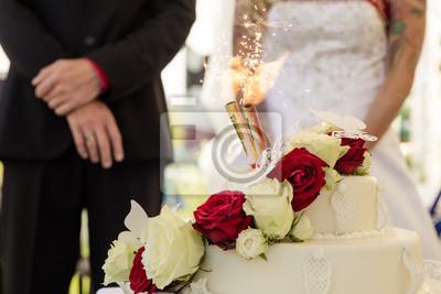 Brautpaar Mit Hochzeitstorte Und Feuerwerk Fototapete Fototapeten