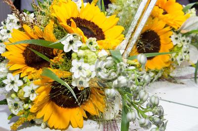 Brautstrauss Von Blumen Und Sonnenblumen Fototapete Fototapeten