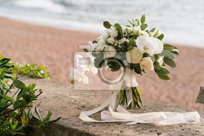 Brautstrauss Von Orchideen Ranunculus Tulpen Und Eukalyptus
