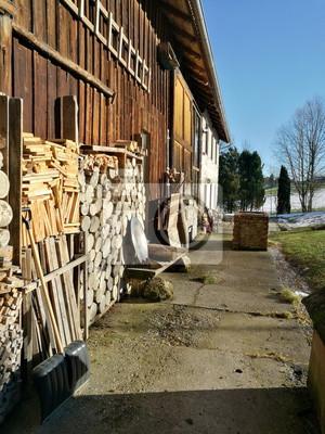 Fototapete Brennholz Und Holzschichte Für Ofen Und Kamin Für Einen Alten  Bauernhof Im Winter In Rudersau