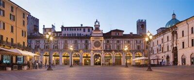 Fototapete BRESCIA, ITALIEN - 20. Mai 2016: Das Panorama der Piazza della Loggia Platz in der Abenddämmerung.