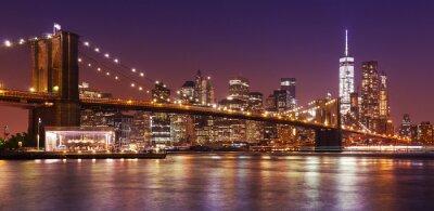 Fototapete Brooklyn Bridge und Manhattan bei Nacht, New York City, USA.