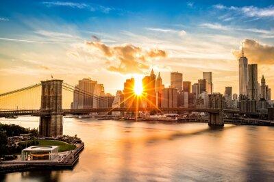 Fototapete Brooklyn-Brücke und die Lower Manhattan Skyline bei Sonnenuntergang