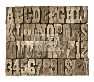 Buchstaben und Zahlen im Vintage-Holz-Typ