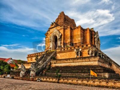 Fototapete Buddhistischer Tempel Wat Chedi Luang. Chiang Mai, Thailand