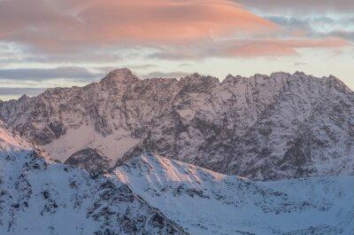 Fototapete Bunte Berg Sonnenuntergang Panorama im Winter in der Hohen Tatra
