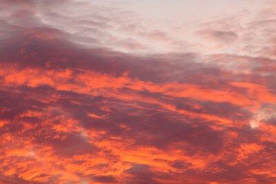 Fototapete Bunte warme Wolken am Himmel bei Sonnenuntergang