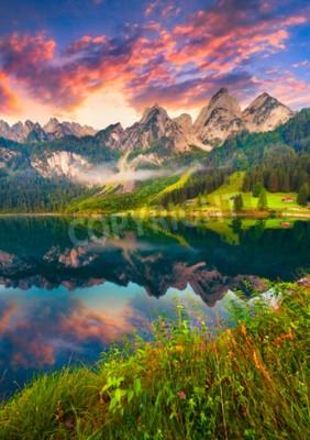 Fototapete Bunter Sommer-Sonnenaufgang am Vorderer Gosausee in den österreichischen Alpen. Österreich, Europa.