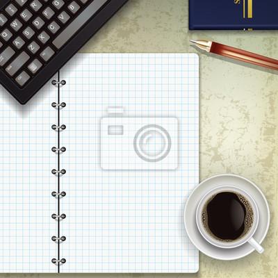 Büro-Schreibtisch mit Tastatur Kaffee und Notizblock