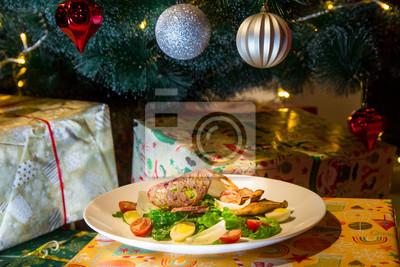 Salat Weihnachten.Fototapete Caesar Salat Mit Hühnchen Und Parmesan Weihnachts Oder Silvesterabendessen