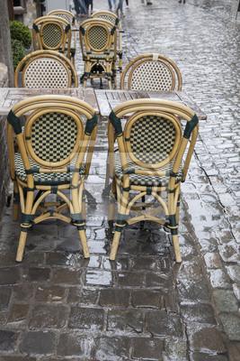 In Und Tische Stühle Wet FototapeteCafe Rainy Street Brüssel EHD2W9I