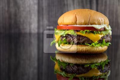 Cheese Burger Mit Salat Tomaten Und Mayonnaise Auf Glanzend