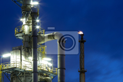 Chemiewerk bei Nacht