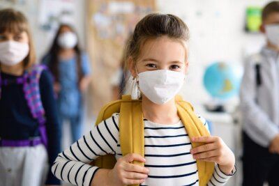 Fototapete Child with face mask going back to school after covid-19 quarantine and lockdown.