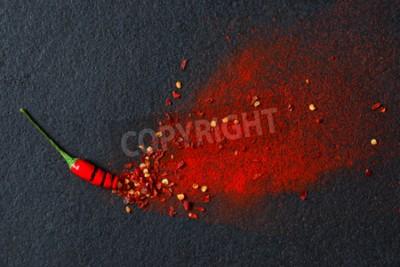 Fototapete Chilli, rote Pfefferflocken und Chilipulver platzen