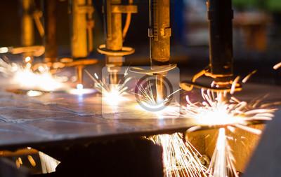 CNC-Brennschneid auf Stahlplatte