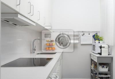 Cocina ordenada limpia minimalististaeutra pequeña de diseño ...