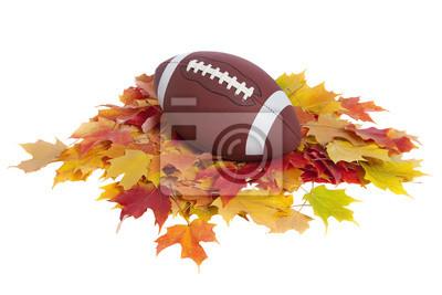 College Football mit Herbst Blätter isoliert auf weiß
