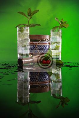 Cuban Mojito-Cocktail, muddler und Bongo