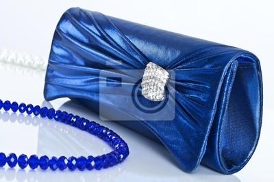 Damenhandtasche und Perlen