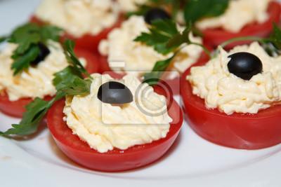 Dekoration Von Gefüllten Tomaten Zum Essen Essen Gemüse Auf