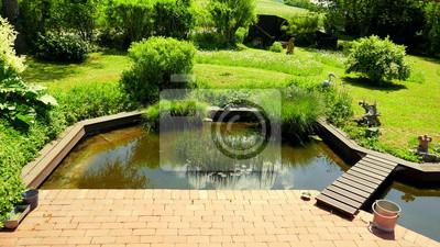 Deutscher Garten Und Schoner Teich Eine Terrasse Angrenzend