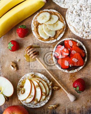 Diat Snack Mit Fruchten Beeren Und Knackebrot Fototapete