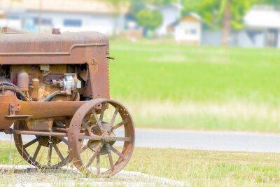 Fototapete Die antike Traktor in der Reis-Paddy