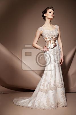 Die Schone Junge Frau In Einem Hochzeitskleid Fototapete