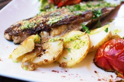 Fototapete Dorado Fischfilet mit Gemüse