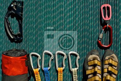 Kletterausrüstung Sicherung : Seil mit karabiner an haken sicherung runterladen photos bilder