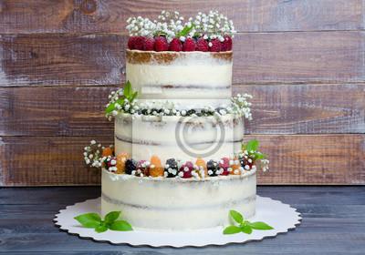 Dreistockige Hochzeitstorte Mit Beeren Und Basilikum Fototapete