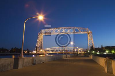 Duluth Hubbrücke bei Nacht